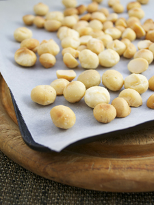 Roasting macadamia nuts