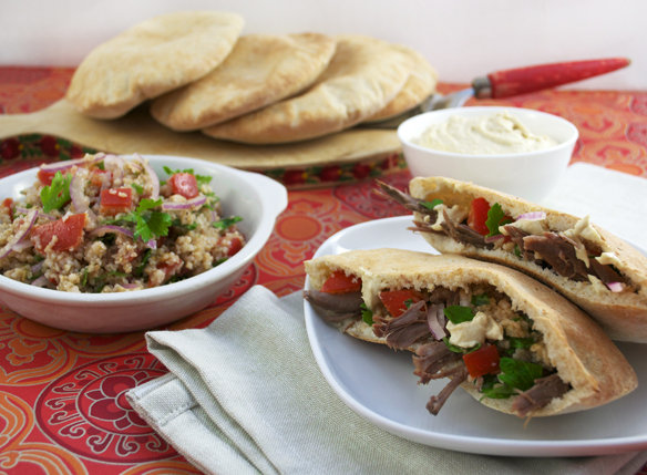 Pita bread with lamb and hommus