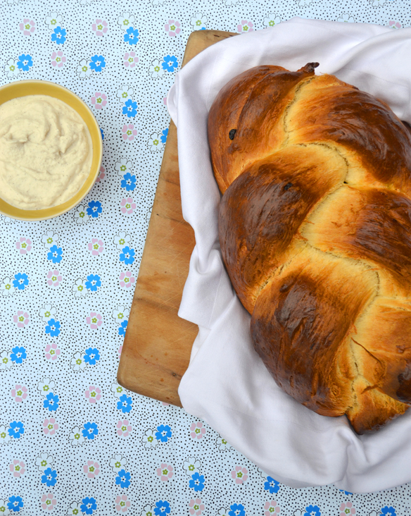 Greek Easter bread with vanilla ricotta